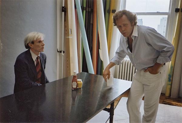 Warhol-Leth Andy Warhol eats hamburger