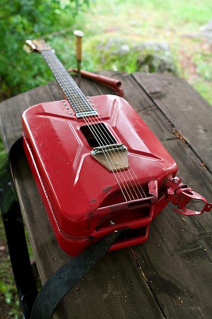 Red-Kanister-guitar