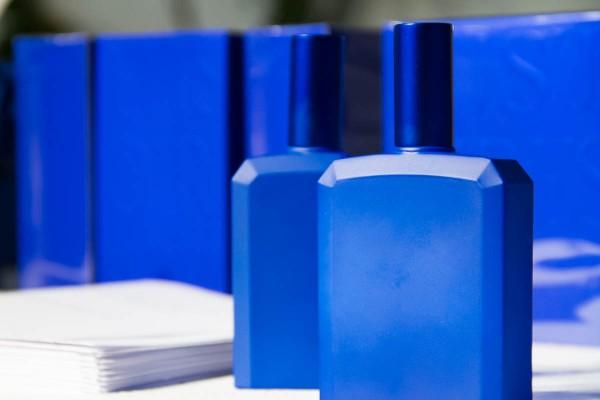 histoires-de-parfum-not-a-blue-bottle-01